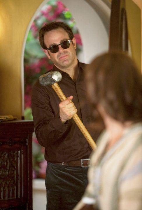 Da die Blutflecken an Violets (Amy Brenneman, r.) Boden, mit Putzmitteln nicht verschwinden, hat Cooper (Paul Adelstein, l.) ein ganz besondere Idee... - Bildquelle: ABC Studios
