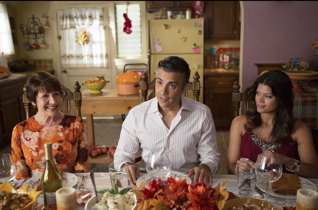 Jane und Rafael beginnen mit der Erbschaftsplanung für Mateo. Während Jane erkennt, dass er Millionen erben wird, und sich Sorgen macht, dass ihn da... - Bildquelle: Scott Everett White 2015 The CW Network, LLC. All rights reserved.