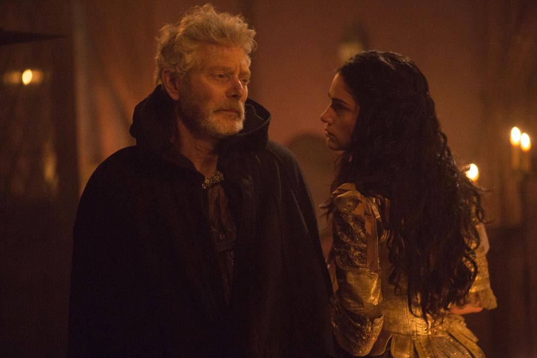 Increase (Stephen Lang, l.) setzt Mary (Janet Montgomery, r.) mit einer Forderung unter Druck ... - Bildquelle: 2015 Fox and its related entities. All rights reserved.