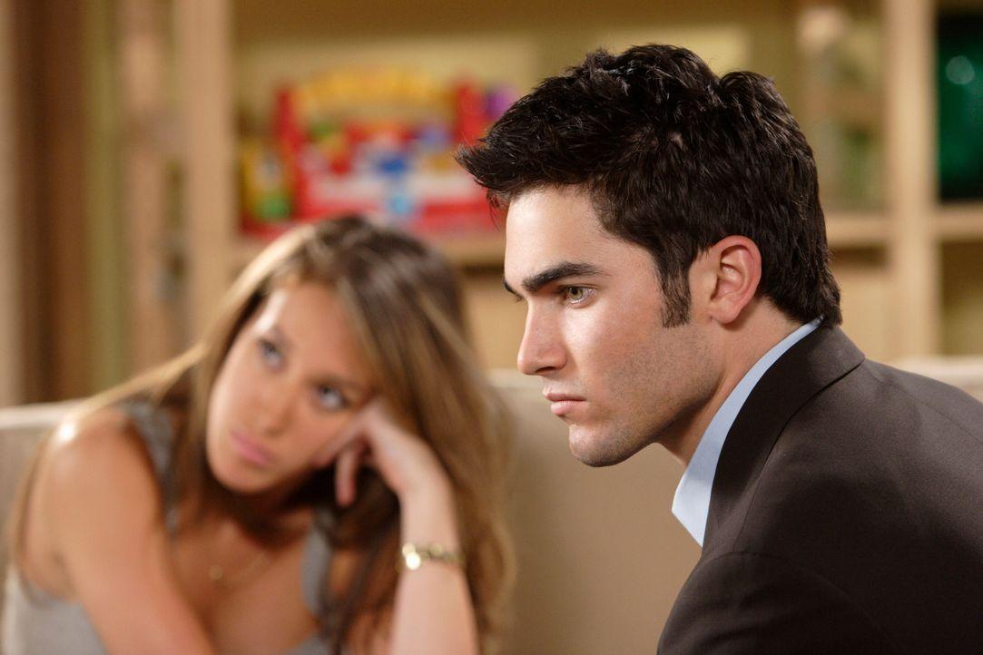 Zwischen Sandy (Haylie Duff, l.) und Martin (Tyler Hoechlin, r.) kommt es zum Streit, weil er ihren Wunsch, Pastorin zu werden, nicht nachvollziehen... - Bildquelle: The WB Television Network