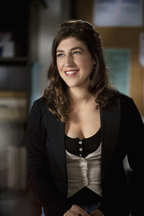 "Die Beratungslehrerin Dr. Wilameena Bink (Mayim Bialik) ist ganz und gar nicht begeistert von der Kampagne ""Sag einfach ich"" zum Thema Masturbation... - Bildquelle: Randy Holmes 2010 Disney Enterprises, Inc. All rights reserved."