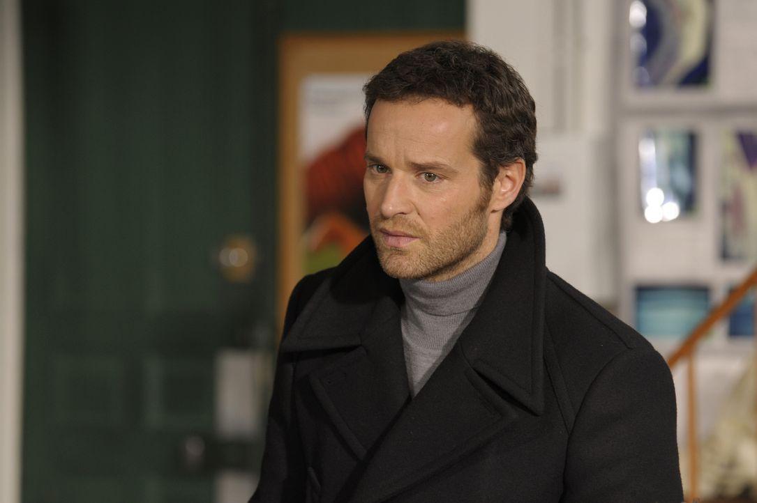 Sein neuster Fall birgt einige Ungereimtheiten: Matthieu (Guillaume Cramoisan) ... - Bildquelle: 2008 - Beaubourg Audiovisuel/BeFilms/RTBF (Télévision Belge)