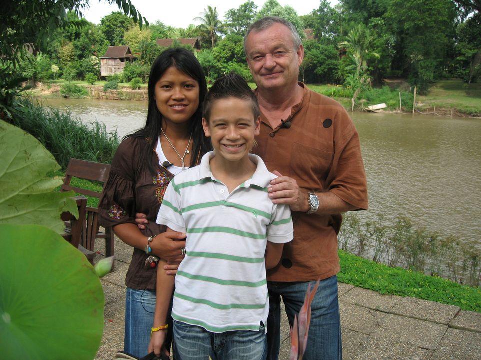 Jürgen Füller, seine Frau Lanthom und der 13-jährige Sohn Kevin haben beschlossen, aus Roth bei Nürnberg wegzugehen und in Thailand ein neues Le... - Bildquelle: kabel eins