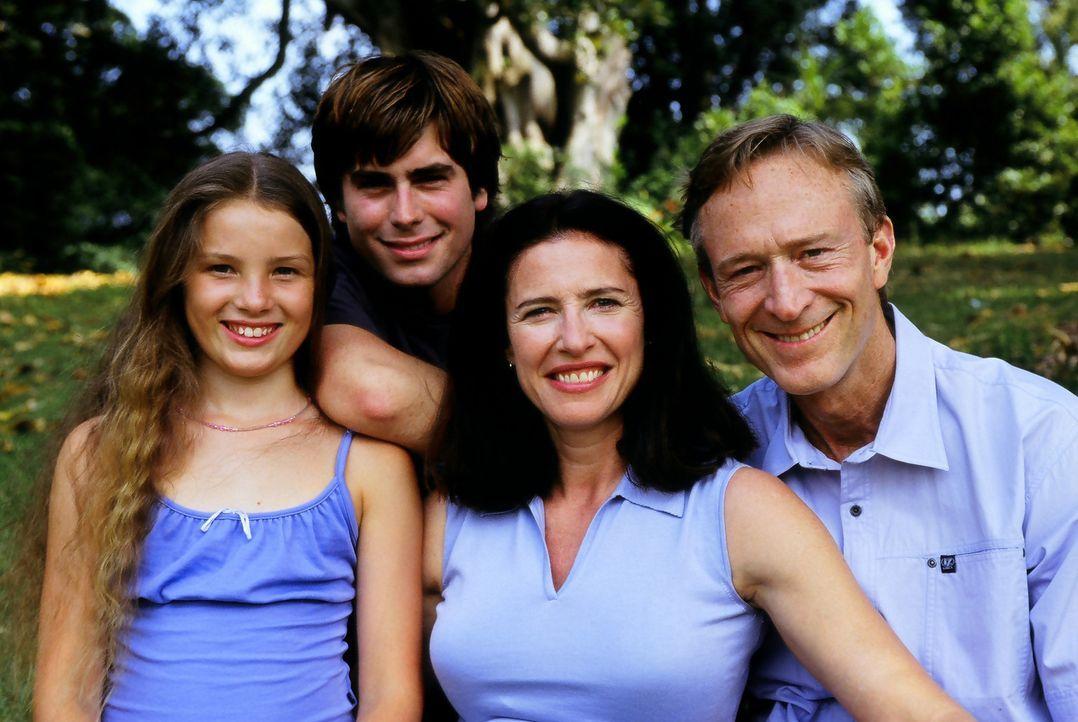 Gehen gemeinsam durch dick und dünn: Familie Bogen (Mimi Rogers, 2.v.r., Ted Shackelford, r. und Ben Castles, 2.v.l.) - Bildquelle: Regent Entertainment