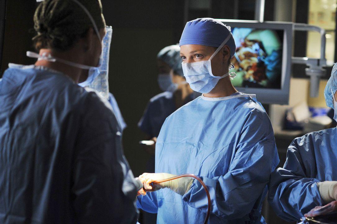 Izzie (Katherine Heigl, r.) ist von Dr. Hunts (Kevin McKidd, l.) Lehrmethode absolut nicht begeistert ... - Bildquelle: Touchstone Television