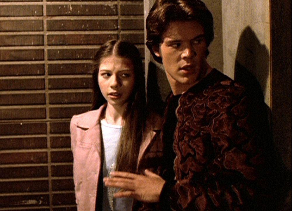 Dawn (Michelle Trachtenberg, l.) schöpft Hoffnung, dass Ben (Charlie Weber, r.) ihr zur Flucht verhilft. - Bildquelle: TM +   2000 Twentieth Century Fox Film Corporation. All Rights Reserved.