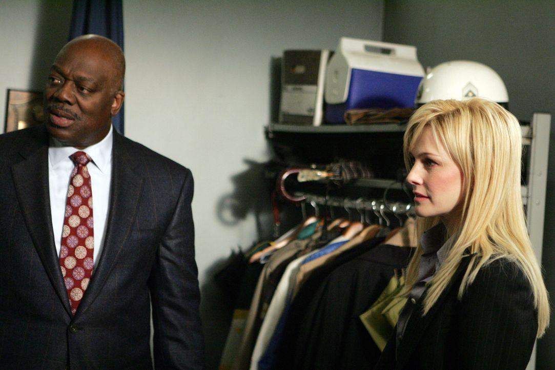 Det. Will Jeffries (Thom Barry, l.) und Det. Lilly Rush (Kathryn Morris, r.) besprechen die weitere Vorgehensweise ... - Bildquelle: Warner Bros. Television