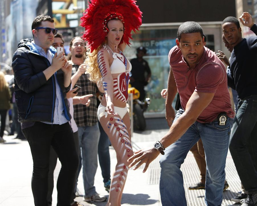 Gibt alles, um einen Fall zu lösen: Billy (Laz Alonso, 2.v.r.) ... - Bildquelle: Warner Bros. Entertainment, Inc.
