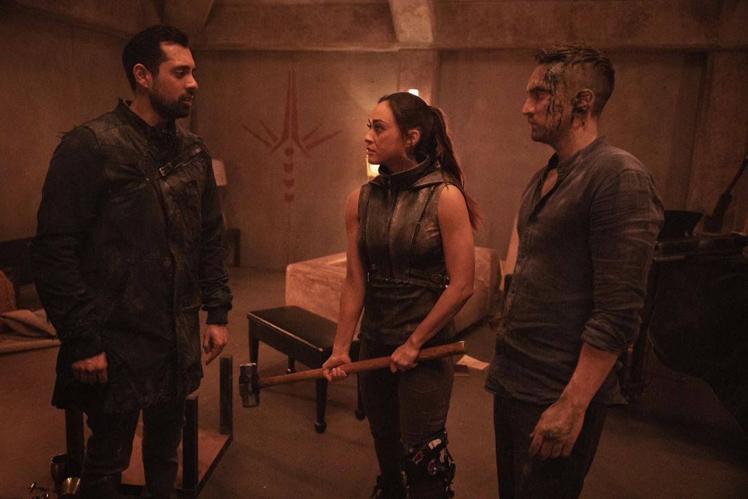 (v.l.n.r.) Dr. Eric Jackson (Sachin Sahel); Raven Reyes (Lindsey Morgan); John Murphy (Richard Harmon) - Bildquelle: 2020 Warner Bros. Entertainment Inc. All rights reserved.