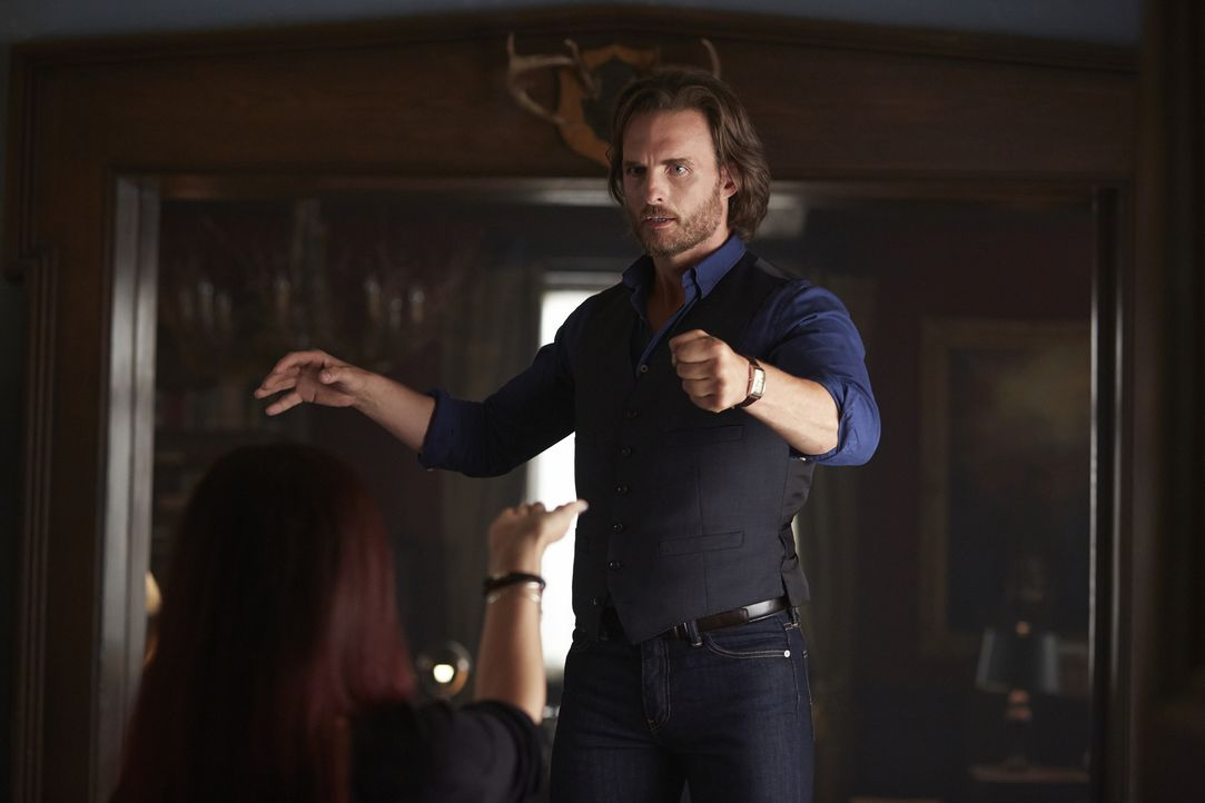 Hat keine Chance gegen die Hexen: Jeremy (Greg Bryk) ... - Bildquelle: 2015 She-Wolf Season 2 Productions Inc.