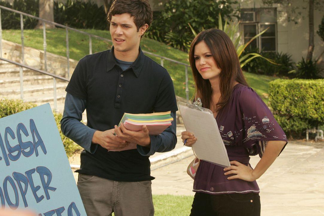 Versuchen alles, um Marissa wieder zurück auf die Schule zu holen: Seth (Adam Brody, l.) und Summer (Rachel Bilson, r.) ... - Bildquelle: Warner Bros. Television