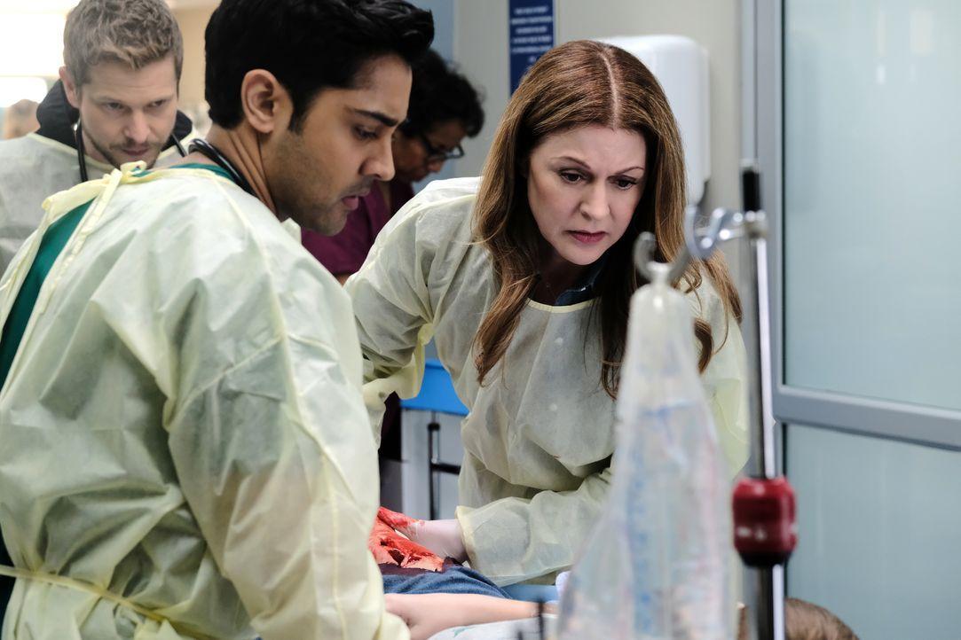 Dr. Devon Pravesh (Manish Dayal, l.); Dr. Kit Voss (Jane Leeves, r.) - Bildquelle: 2018-2019 Twentieth Century Fox Film Corporation.  All rights reserved.