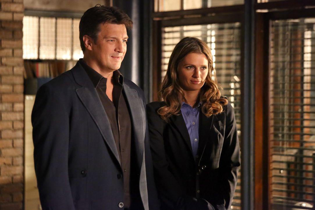 Richard Castle (Nathan Fillion, l.) möchte wieder mehr Zeit mit Kate Beckett (Stana Katic, r.) verbringen und hat eine ganz besondere Überraschung f... - Bildquelle: ABC Studios