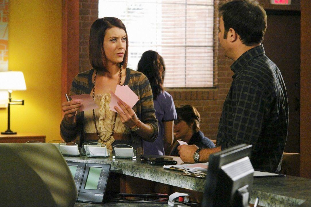 Während Cooper (Paul Adelstein, r.) erfährt, dass Charlottes Vater im Sterben liegt, versucht Addison (Kate Walsh, l.) die Beziehung zu Kevin wieder... - Bildquelle: ABC Studios