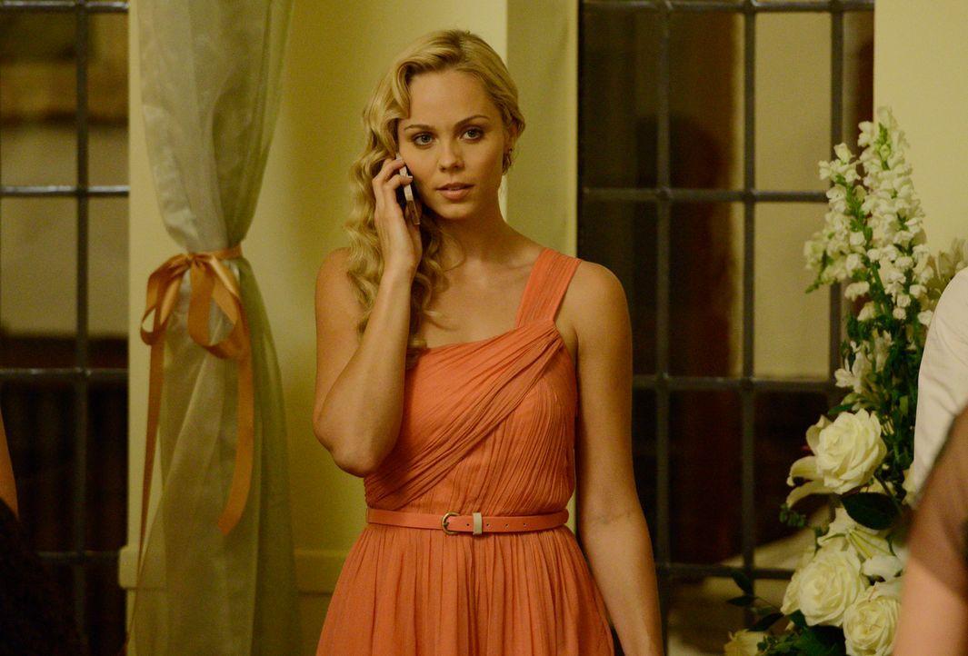 Erschreckende Entwicklungen reißen Elena (Laura Vandervoort) aus der heilen Welt ihres Freundes ... - Bildquelle: 2014 She-Wolf Season 1 Productions Inc.