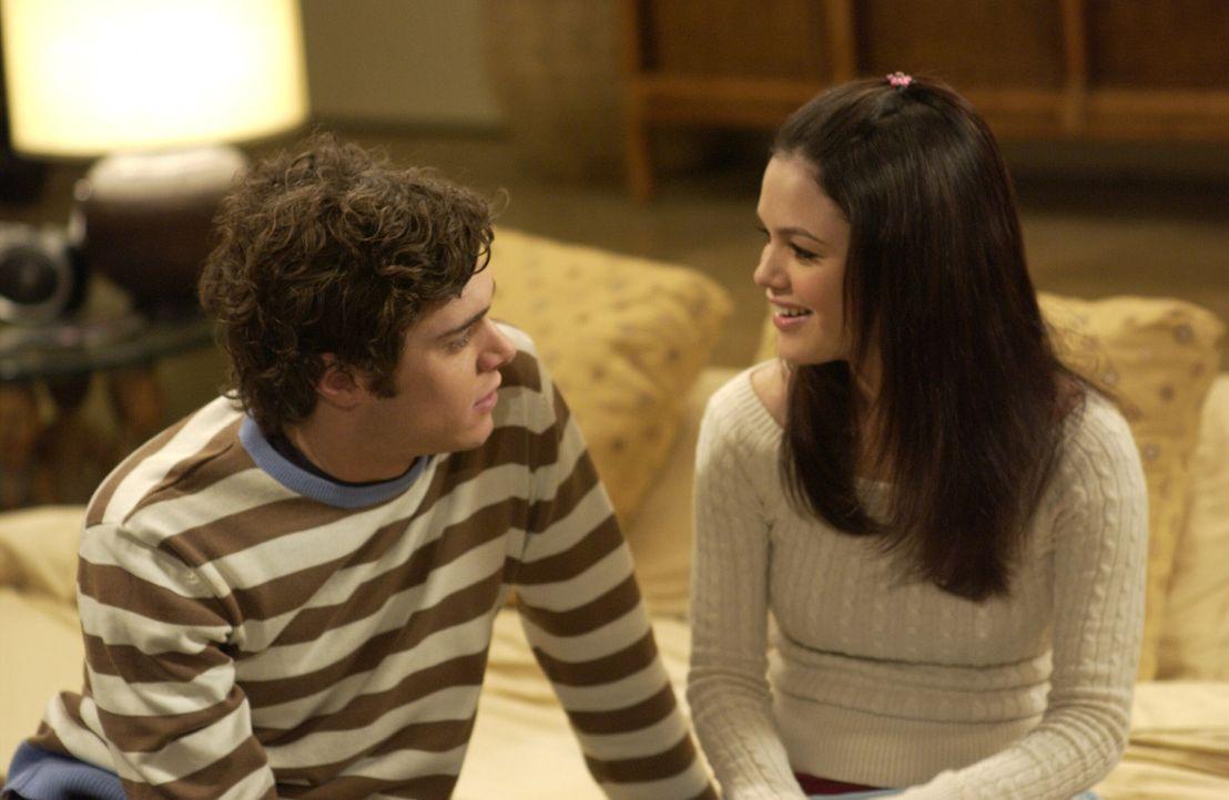 Freuen sich über den Besuch von Nana: Seth (Adam Brody, l.) und Summer (Rachel Bilson, r.) ... - Bildquelle: Warner Bros. Television