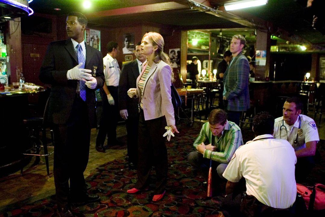 Ein neuer Fall wartet auf Brenda (Kyra Sedgwick, M.) und Sergeant David Gabriel (Corey Reynolds, l.) ... - Bildquelle: Warner Brothers Inc.