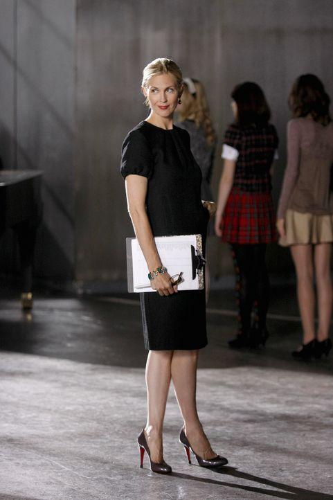 Lily (Kelly Rutherford) kümmert sich um die Planung des Debütantinnenballs. - Bildquelle: Warner Brothers