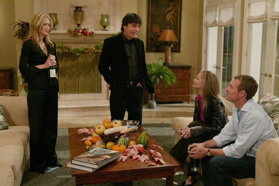Kirsten (Kelly Rowan, l.) und Sandy (Peter Gallagher, 2.v.l.) haben einen Plan gefasst. Sie wollen Jimmy (Tate Donovan, r.) und Rachel (Bonnie Somer... - Bildquelle: Warner Bros. Television