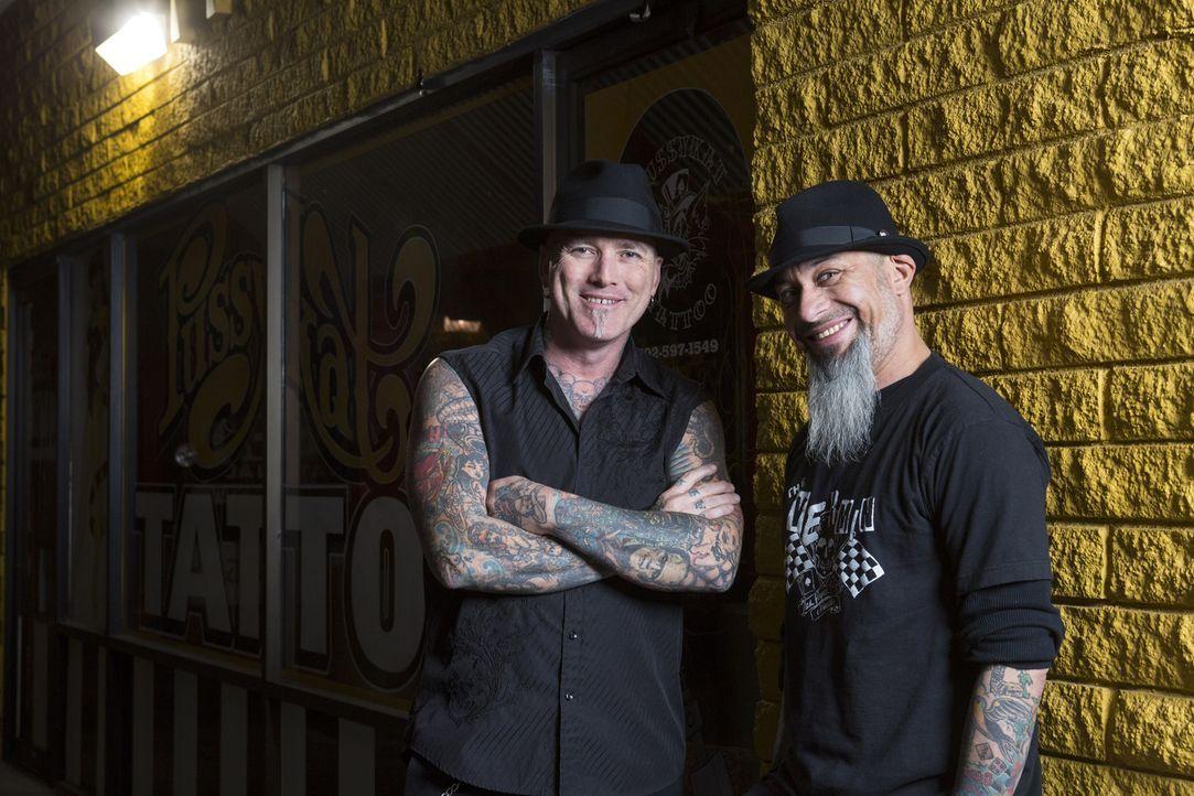Immer auf der Suche nach Tattoosünden: Lebemann Rob Ruckus (r.) und Tätowierer Dirk Vermin (l.) ... - Bildquelle: Richard Knapp 2014 A+E Networks, LLC