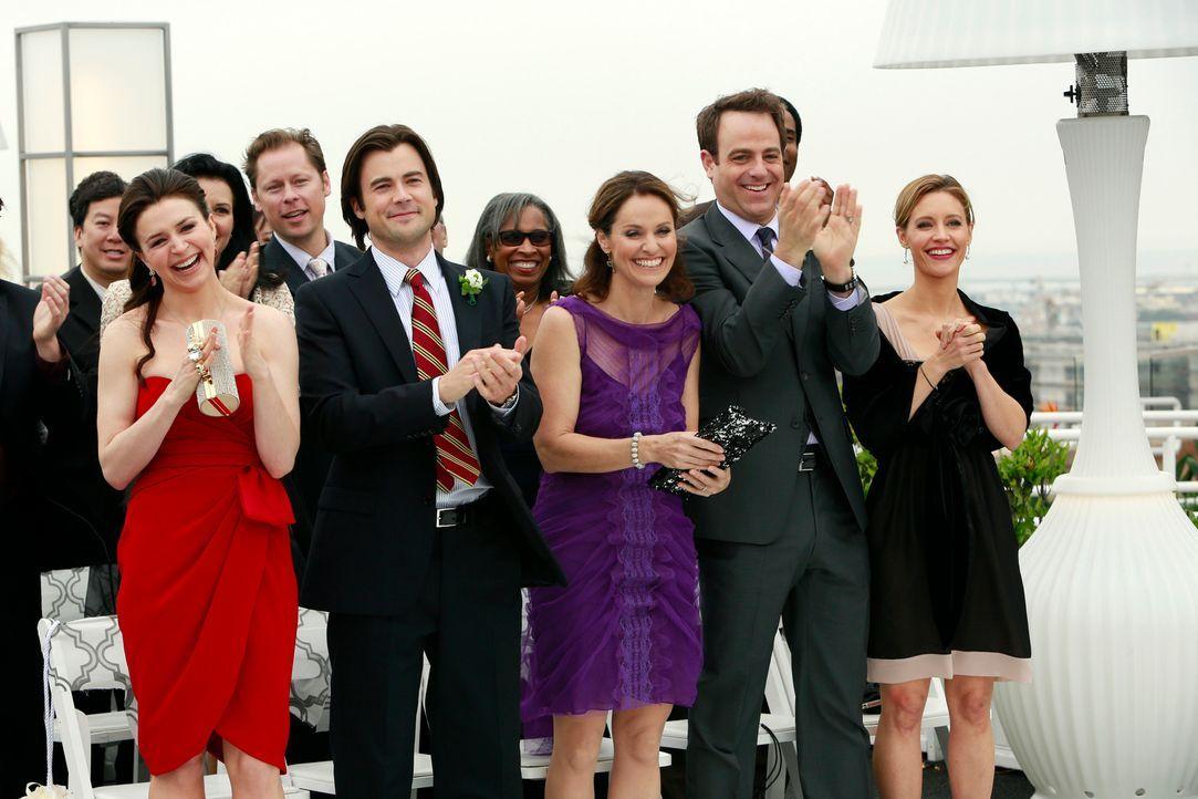Freuen sich für Addison und Jake: (vorne v.l.n.r.) Amelia (Caterina Scorsone), James (Matt Long), Violet (Amy Brenneman), Cooper (Paul Adelstein) u... - Bildquelle: ABC Studios