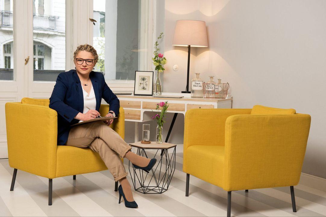 Psychotherapeutin Dr. Sandra Köhldorfer nimmt die Singles ganz genau unter die Lupe und findet für jeden den richtigen Partner ... - Bildquelle: Christoph Assmann SAT.1