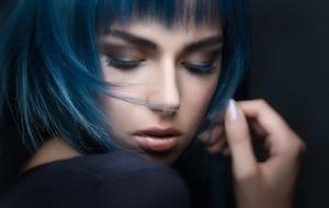 model-frau-blaue-haare