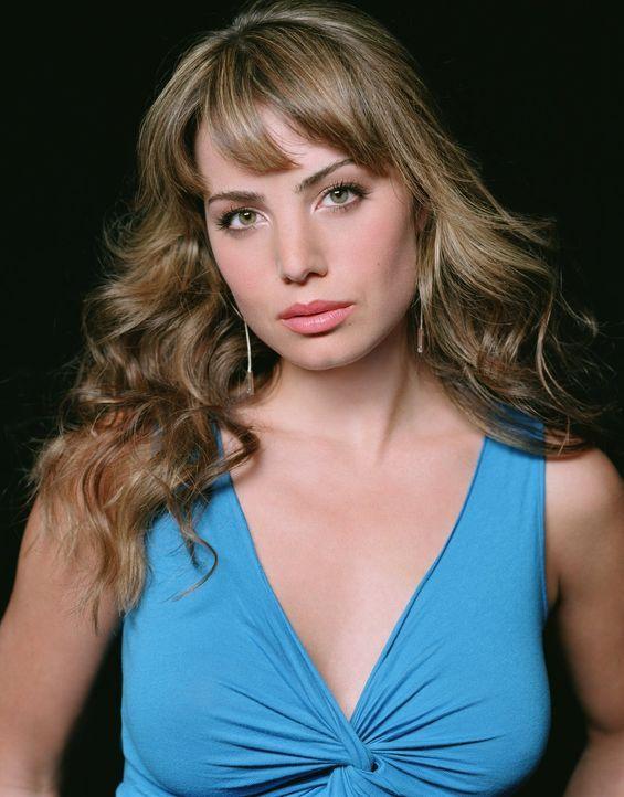 (4. Staffel) - Die junge Reporterin Lois Lane (Erica Durance) kommt nach Smallville, um Chloes angeblichen Tod zu untersuchen... - Bildquelle: Warner Bros.