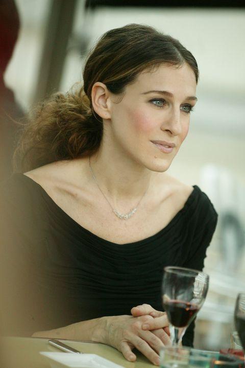 Nachdenklich und allein in Paris: Carrie Bradshaw (Sarah Jessica Parker) ... - Bildquelle: Paramount Pictures