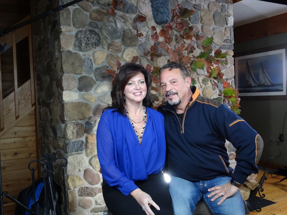 Dem Alltag entfliehen: Marie (l.) und Nick (r.) wollen dem Stress entkommen und ein zweites Zuhause für die Familie am See finden ... - Bildquelle: 2014, HGTV/Scripps Networks, LLC. All Rights Reserved