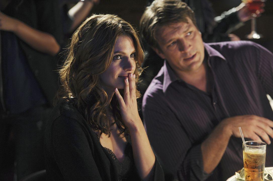 Die Ermittlungen führen Castle (Nathan Fillion, r.) und Beckett (Stana Katic, l.) in einen Stripclub. Beckett ist anfangs eher peinlich berührt ... - Bildquelle: 2010 American Broadcasting Companies, Inc. All rights reserved.
