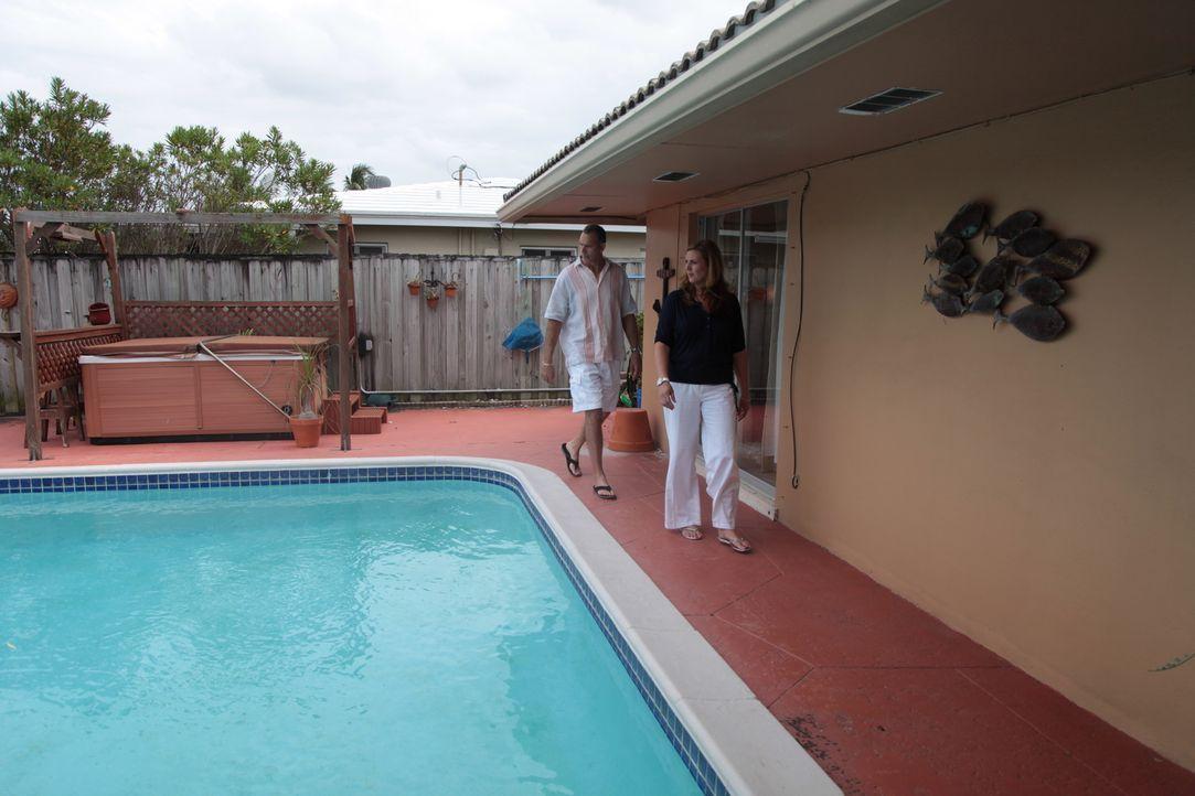 Um endlich ihr Traumhaus für unter $375000 in Fort Lauderdale zu finden engagieren Efrain (l.) und Amy (r.) den Makler Dale Palmer. Findet er wirkli... - Bildquelle: 2014, HGTV/Scripps Networks, LLC. All Rights Reserved.
