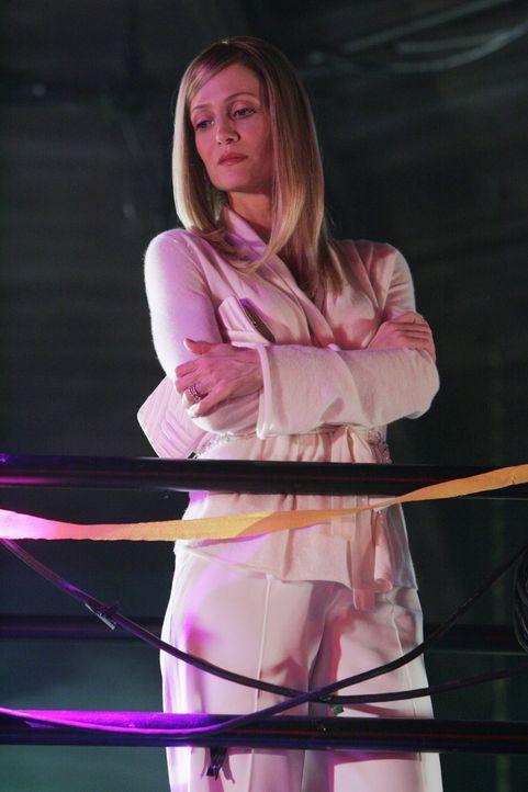 Beobachtet das Geschehen auf Ryans Party: Kirsten (Kelly Rowan) ... - Bildquelle: Warner Bros. Television