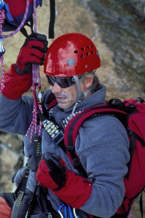 Seine große Leidenschaft sind die Berge: Philipp Gabert (Christoph M. Ohrt). Eines Tages erleidet er während einer Bergtour einen seltsamen Schwä... - Bildquelle: Frank Lemm ProSieben