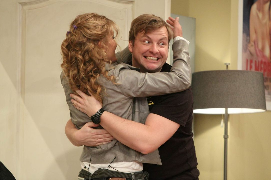 Versuchen Jürgen so gut es geht, zu unterstützen: Tanja (l.) und Martin (r.) ... - Bildquelle: Frank Hempel SAT.1