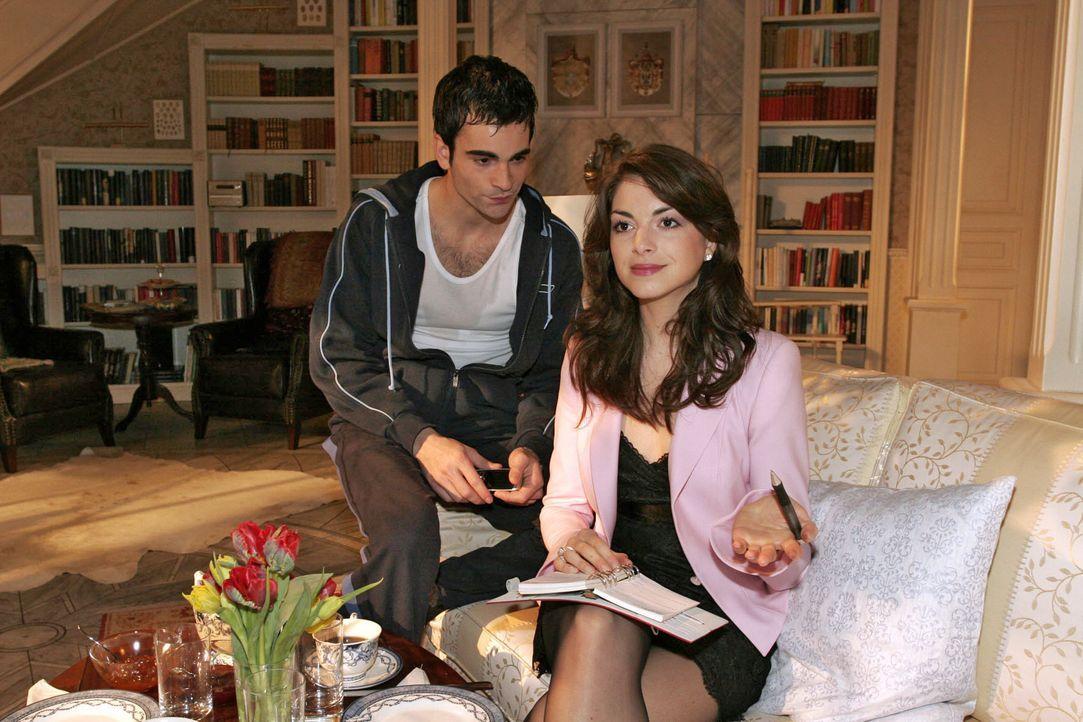 Mariella (Bianca Hein, r.) ist ziemlich genervt, dass David (Mathis Künzler, l.) sie nicht über seine Probleme informiert. Sie möchte in seine Angel... - Bildquelle: Noreen Flynn SAT.1 / Noreen Flynn