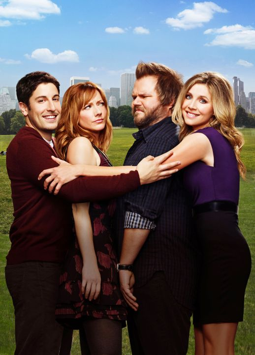 (1. Staffel) - Kämpfen in New York mit dem Job und der Liebe: (v.l.n.r.) Ben Parr (Jason Biggs), Connie Grabowski (Judy Greer), Larry Munsch (Tyler... - Bildquelle: CPT Holdings, Inc. All Rights Reserved.