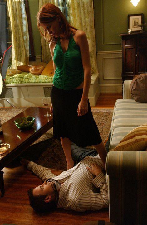 Selbstjustiz im Namen der Freundschaft: David (Todd Babcock, liegend) war Hollys Freund, bis er sie betrogen hat. Tess (Allison Lange, stehend) kann... - Bildquelle: 2005 Sony Pictures Home Entertainment Inc. All Rights Reserved.