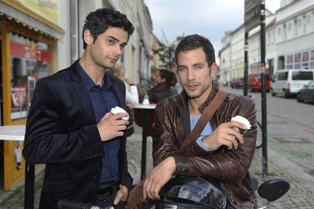 Während Michael (Andreas Jancke, r.), sich dazu entscheidet, Bens Ausraster nicht zu melden, nimmt Miriam die Einladung von Sebastian (Matthias Kof... - Bildquelle: Christoph Assmann SAT.1