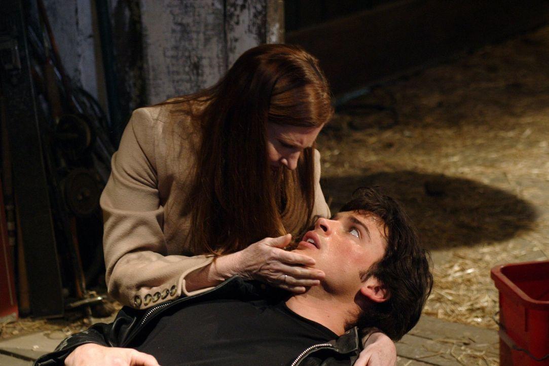 Kann seine Mutter Martha (Annette O'Toole, l.) Clark (Tom Welling, r.) wieder zur Vernunft bringen? - Bildquelle: Warner Bros.