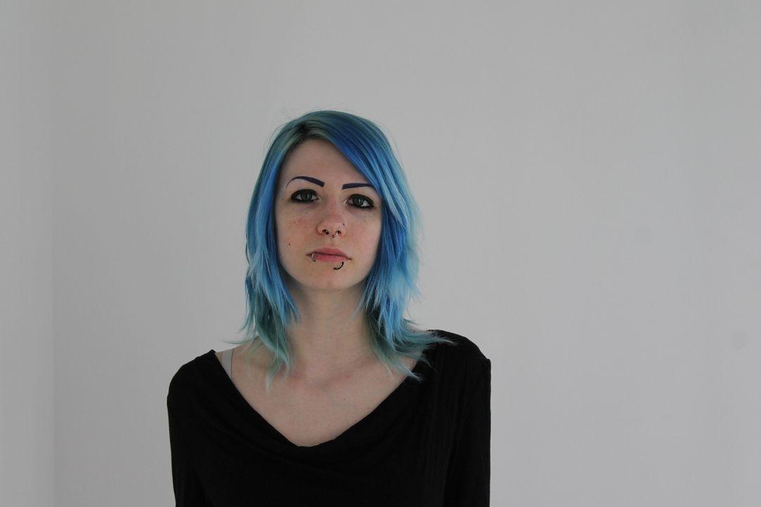 Punkerin Kat ist heute mit einem ungewöhnlichen Wunsch bei den Beauty-Profis zu Gast. Die Frontfrau einer Punk-Band möchte bei ihrem nächsten Auftri... - Bildquelle: Studio Lambert & all3media Int.