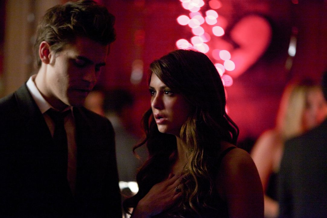 Elena ist schockiert - Bildquelle: Warner Bros. Entertainment Inc.