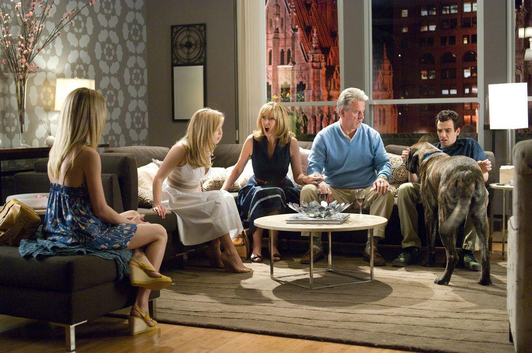 Kirk (Jay Baruchel, r.) und Molly (Alice Eve, 2.v.l.) werden von ihren Eltern (Sharon Maughan, 3.v.l. und Trevor Eve, 2.v.r.) überrascht ... - Bildquelle: 2009 DREAMWORKS LLC. All Rights Reserved.