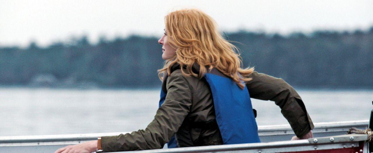 Der Tod ihres Mannes bringt Helen Matthews (Patricia Clarkson) aus dem Gleichgewicht. Sie sucht Ruhe in einer einsamen Inselhütte. Doch plötzlich fi... - Bildquelle: TiberusFilm