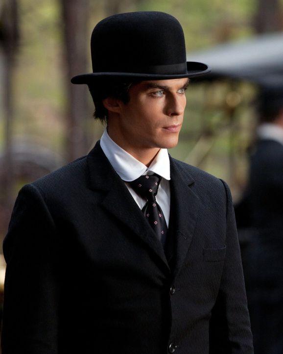 Erinnert sich an das Jahr 1912 zurück: Damon (Ian Somerhalder) ... - Bildquelle: Warner Brothers
