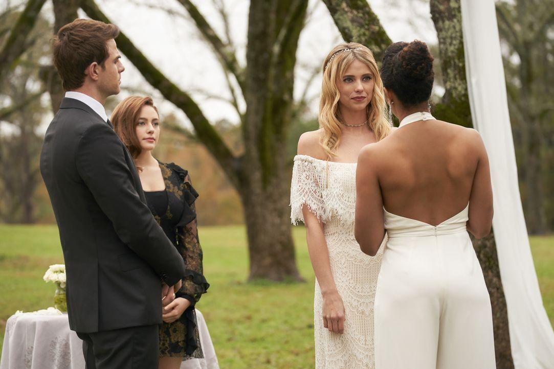 (v.l.n.r.) Kol (Nathaniel Buzolic); Hope (Danielle Rose Russell); Freya (Riley Voelkel); Keelin (Christina Marie Moses) - Bildquelle: Warner Bros.