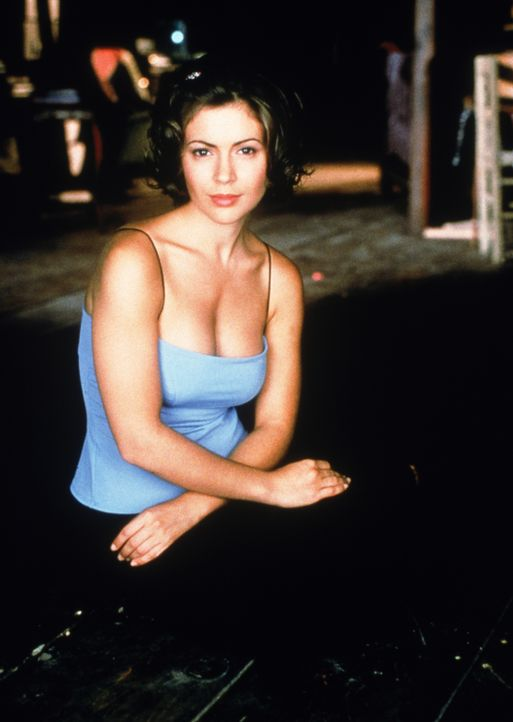 (1. Staffel) - Phoebe Halliwell (Alyssa Milano) nimmt das Leben wie es kommt. Ihre Unbekümmertheit bringt sie nur leider allzu oft in Schwierigkeite... - Bildquelle: Paramount Pictures