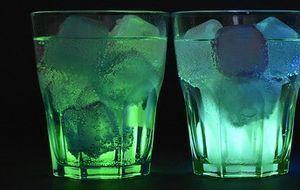 beleuchtete-gläser-eiswürfel