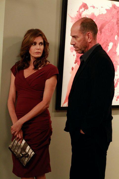 Während Bree versucht ihre Ehe zu retten, hat Susan (Teri Hatcher, l.) den Mord an Alejandro als Inspiration für ihre neuen Kunstwerke verwendet und... - Bildquelle: ABC Studios
