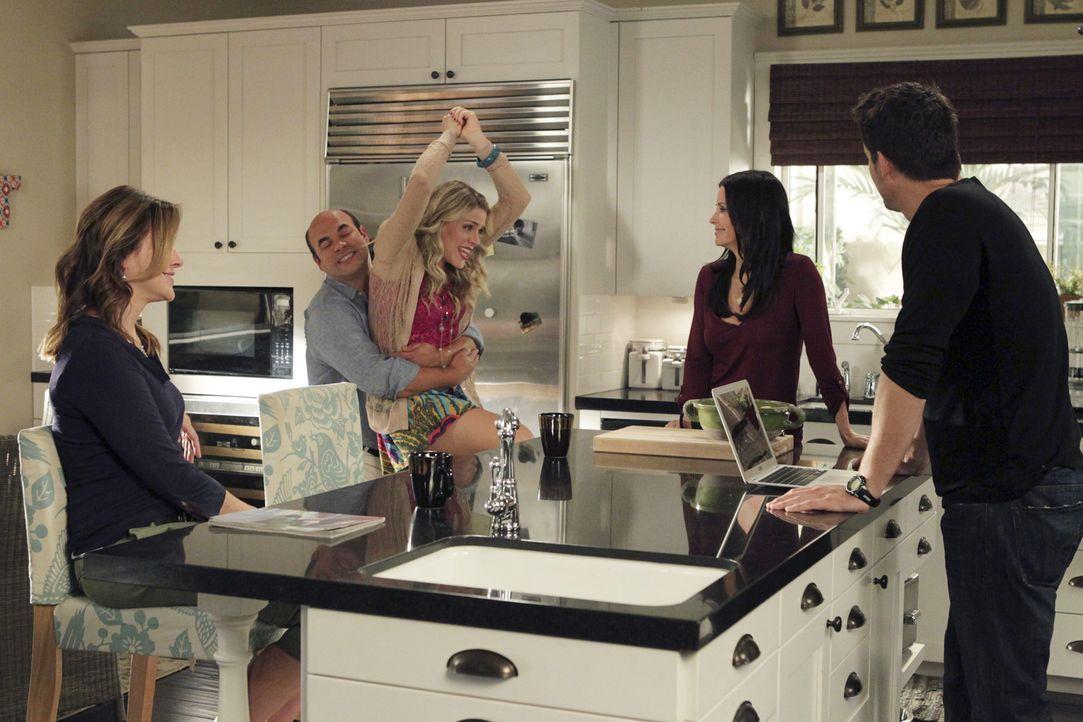 Haben immer eine Menge Spaß zusammen: Ellie (Christa Miller, l.), Andy (Ian Gomaz, 2.v.l.), Laurie (Busy Philipps, M.), Jules (Courteney Cox) und G... - Bildquelle: 2010 ABC INC.